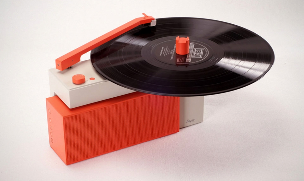 DUO all-in-one turntable with detachable wireless Bluetooth speaker