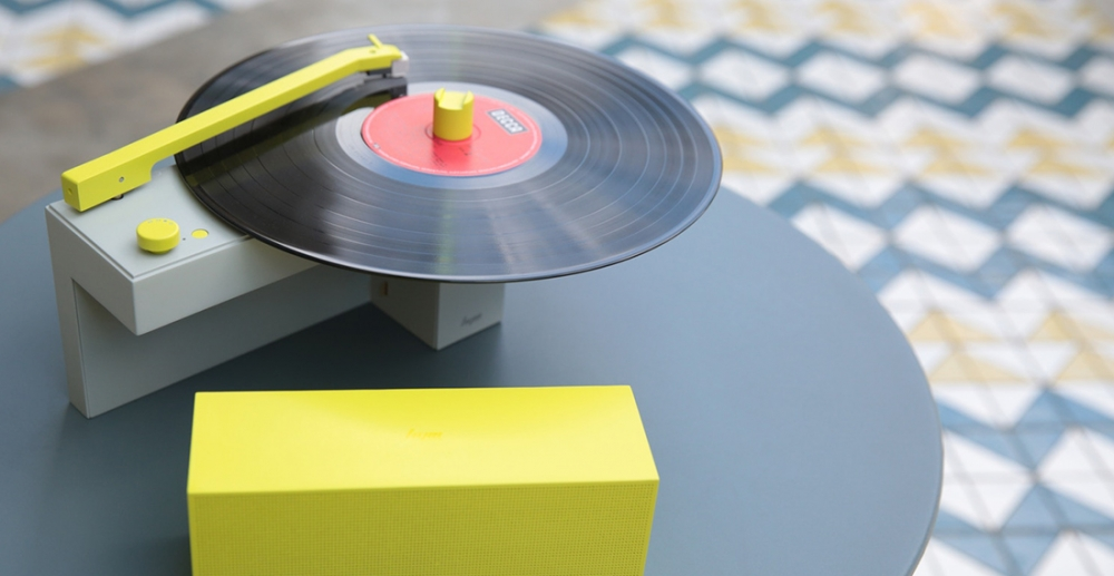DUO all-in-one turntable with detachable wireless Bluetooth speaker cover