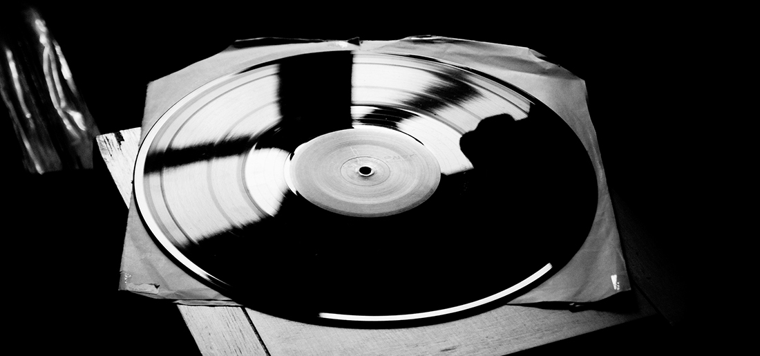 How to clean vinyl records cover