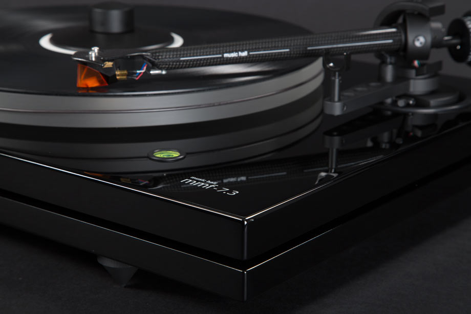 5 great audiophile grade turntables under 2000. Black Bedroom Furniture Sets. Home Design Ideas